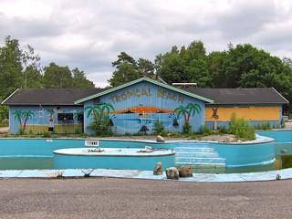 """La piscine et le """"Tropical beach"""""""