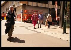 20KM0183 (Leopoldo Esteban) Tags: street brussels woman calle mujer women belgium belgique femme bruxelles bruselas rue mujeres belgica calles femmes straat leopoldoesteban