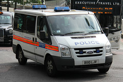 Metropolitan Police Ford Tourneo Personnel Carrier (PFB-999) Tags: colour london ford police transit vehicle service van met metropolitan carrier grilles unit personnel the mps 2016 trooping lightbars rotators tourneo bx10ljv