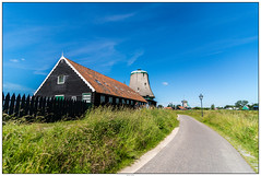 Molen zonder wiek (voorhammr) Tags: gras zon zaanseschans zaandam molens 2016 vakwerk huisjes blauwelucht jolandakraus
