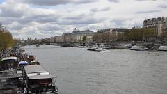 2016.04.14.070 PARIS - La Seine, la passerrelle L. Senghor et  le muse d'Orsay (alainmichot93 (Bonjour  tous)) Tags: paris france seine nikon eau ledefrance pont nuages fleuve laseine 2016 passerelle ouvragedart nikond5100