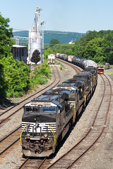 NS 37T @ Waverly, NY (Mathieu Tremblay) Tags: railroad newyork electric train unitedstates general ns sony norfolk railway southern soul locomotive chemin waverly tier fer a77 mainline 8137 es44ac sal70300g 37t