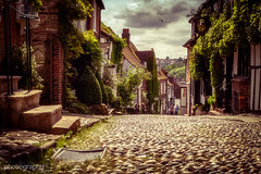 Mermaid Street in Rye (Alex Chilli) Tags: road old houses summer sun sunshine june sussex fuji view angle low hill perspective sunny xa2 rye cobbles eastsussex 2016 mermaidstreet