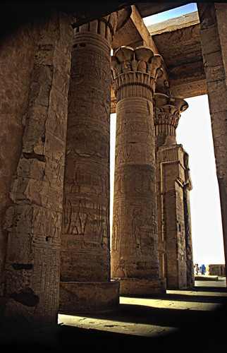 "Ägypten 1999 (189) Im Tempel von Edfu • <a style=""font-size:0.8em;"" href=""http://www.flickr.com/photos/69570948@N04/27798094252/"" target=""_blank"">View on Flickr</a>"