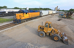 Shoving to Oxy (GLC 392) Tags: railroad mi yard train construction brothers michigan rail railway front cal end loader gw job towns marquette ludington emd gp382 2041 chlor mqt lyj