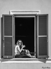 Prendere il sole in finestra - Window sunbath (Pablos55) Tags: sun window girl glasses finestra sole ragazza occhiali