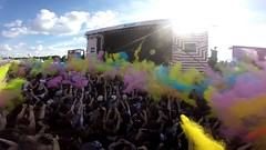 Color party in one, two, three... (OgmAG5) Tags: show music sun paris love colors festival fun soleil concert couleurs crowd solidarity amour foule musique solidays solidarit