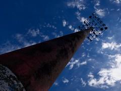 Up! (Nicolas -) Tags: light lumire ciel sky lamp lampe lampadaire rust rouille cloud nuage issylesmoulineaux suzanne lenglen park parc nicolasthomas