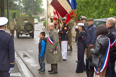 8 mai, Proy les Gombries (Phil du Valois) Tags: usa france jeep 8 mai 1945 militaire soldat drapeau maire grenier 8mai chrisitan libration chauveau mmorial commmoration adjoint proy gombries fredaro proylesgombries