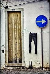 N 8 (Conchilla Mrquez Gmez) Tags: street door calle puerta jeans ocho viejo hdr seal pantalon