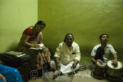 Practicing with Tabla player (keyaart) Tags: india men women dancers theatre folk pune lavani aryabhushan
