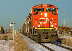 CN 816 @ Calgary, AB (Mathieu Tremblay) Tags: railroad winter sunset snow canada calgary yard cn train soleil three hiver grain coucher railway canadian hills trail national alberta chemin fer canadien unit subdivision emd triage sarcee sd70m2 peigan