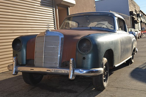 ST # 19628 1960 Mercedes 220SE Coupe