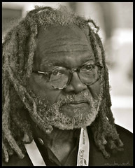 austin clarke ..... word on the street (ana_lee_smith) Tags: street portrait bw toronto canada festival word lens book blackwhite candid canadian literature beercan queenspark annual written author novelist wordonthestreet literacy analeesmith austinclarke minoltaaf70210mm sonyslta33
