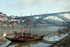 One morning magic... 0963 (vihudi) Tags: houses fog reflections boats bridges porto santos rivers douro gia vitor rabelos lus vihudi