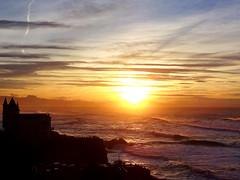 Coucher de soleil sur la cte basque - Biarritz (64) (Yhellowkowbouvsky!) Tags: sunset sun mer france sol clouds atardecer soleil waves ciel cielo nubes soire nuages vagues crpuscule olas biarritz coucherdesoleil pyrnes crepsculo paysbasque atlantique ocan aquitaine pyrnesatlantiques ctebasque ocanatlantique aiakoharria peasdeaya cieldgag vision:sunset=0962 vision:car=0597 vision:ocean=0809 vision:clouds=0826 vision:outdoor=0703 vision:sky=0943 montjaizkibel montejaizqubel