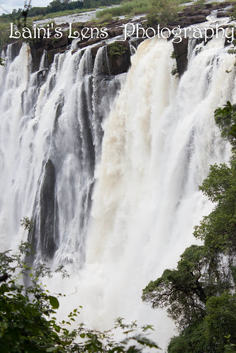 "Victoria Falls <a style=""margin-left:10px; font-size:0.8em;"" href=""http://www.flickr.com/photos/117397217@N06/12491068613/"" target=""_blank"">@flickr</a>"