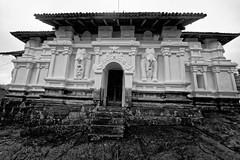 (b56n22) Tags: travel temple nikon asia asien buddha srilanka kandy raja buddhismus fernreise lankatilaka   1424  d810 gadaladeniya viharaya pilimathalawa   saddharmalankaraya panhalgala   lankatilakarajamahaviharaya saddharmathilake