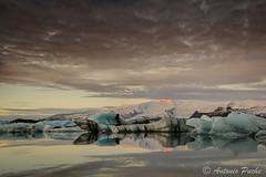 Luz y Hielo. (Antonio Puche) Tags: sunset seascape ice landscape lago atardecer iceland islandia nikon paisaje lagoon iceberg hielo jkulsrln nikon173528 nikond800 jkulsrlnlagoon antoniopuche