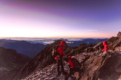 Alien World. Before Sunrise, Mt. Jade(3952m), Taiwan. (Evo-PlayLoud) Tags: sky people cloud mountain mountains color colors clouds sunrise canon landscape scenery colorful taiwan tokina  mtjade   550d  t116   1116mm tokina1116mmf28 canon550d canoneos550d