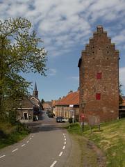 Megen - Torenstraat (grotevriendelijkereus) Tags: holland tower netherlands wall town village toren nederland medieval brabant stad dorp noord plaats megen middeleeuws stadsmuur fortificatie