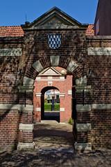 Leeuwarden - Boshuisengasthuis (grotevriendelijkereus) Tags: door city holland netherlands town gate nederland center historic centrum friesland stad poort leeuwarden historisch binnenstad