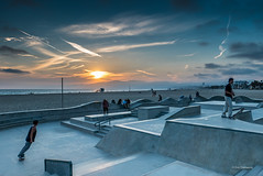 Skate Sunset (Eric Demarcq) Tags: california sunset usa america losangeles skaters skate venicebeach californie veniceskatepark
