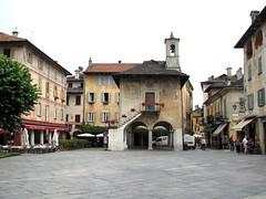 Orta San Giulio (No) -- Piazza Mario Motta. (frank28883) Tags: piazza lagodorta ortasee novara broletto cusio ortasangiulio ortalake lacdorta