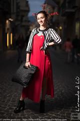 IMG_4750 (traccediscatti) Tags: donna moda rosso borsa bianco nero notte abito sera ragazza righe capelli pubblicit lungo modella abbigliamento giacca accessori vestito trecce acconciatura