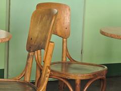 Thonet - EXPLORE (MKP-0508) Tags: vienna wien green austria chair chairs seat vert grn chaise chaises stuhl sthle thonet emptychairs cafnil leeresitzgelegenheiten