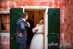 Please come in (Alberto Cassandro) Tags: wedding friends love bride nikon sigma happiness weddingparty weddingday weddingphotography sigmalenses nikond810 sigmaart sigma35mmart