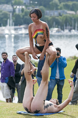 Gymnastics (vtom61) Tags: seattle fremont gymnastics wa washingtonstate gasworkspark 2016 fremontsummersolsticeparade nikon85mm18g nikond800e nikkor85mm18g