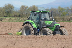 Deutz Fahr Agrotron 6160 C-Shift Tractor with a Dowdeswell Bed Tiller (Shane Casey CK25) Tags: county ireland horse irish plant tractor green field set work pull potatoes bed hp nikon df traktor power earth farm cork farming working cereal grow machine ground machinery soil dirt potato till crop crops growing farmer spuds agriculture dust setting cereals pulling contractor sdf planting sow drill tiller tracteur trator horsepower spud tilling drilling trekker deutz sowing agri tillage dowdeswell fahr cignik 6160 cshift traktori deutzfahr agrotron ballyhooly d7100 culitivator samedeutzfahr