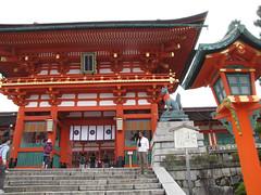 Kyoto-16.002 (davidmagier) Tags: sunglasses japan architecture kyoto religion ponytail shrines jap touristattractions aruna historicsite