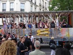Le char des Nounours (Jeanne Menjoulet) Tags: marchedesfiertés lgbt paris 2juillet2016 lesbiangaypride gay lesbiennes bi trans gaypride pride ours chardesnounours lbgt