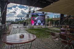 Frankfurt East Harbour - Watching Formula 1.. (Frankonius) Tags: frankfurt osthafen eastharbour sommer hafen harbour leute people himmel wolken sky clouds