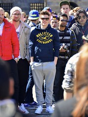 Justin B. in the crowd (Michiel2005) Tags: man holland netherlands amsterdam nederland sweatpants lookalike jongen joggingbroek