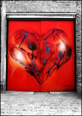 Shok-1 (Chrixcel) Tags: streetart london graffiti heart coeur londres barbedwire graff shok1 barbelé radiographie désaturation