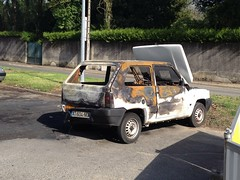 Fiat Panda I incendiee AT 604 NG - 23 mai 2013 (Rue Jean Bouin - Joue-les-Tours) 3 (Padicha) Tags: auto new old bridge france water grass car station electric truck river french coach ancient automobile eau indre may police voiture ruine cher rest former 37 nouveau et loire quai franais nouvelle vieux herbe vieille ancienne ancien fleuve nationale vehicule lectrique reste gendarmerie gazon indreetloire franaise pave nouveaut vhicule utilitaire restes vgtalise letramdetours padicha
