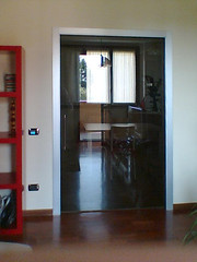 Evoluzione posa 2 (Henry glass | Porte in vetro) Tags: door glass decoration porta mirrored melted vetro slidingdoors sandblasted battente fusione swingdoor decoro scomparsa specchiato henryglass interiordoors sabbiatura scorrevoli porteinterni disappearingdoor