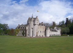 Ballindalloch Castle, Ballindalloch, Speyside, May 2013 (allanmaciver) Tags: family blue sky castle home gardens clouds grant lawn grand historic special delight enjoy welcome macpherson speyside ballindalloch admire mayholidays2013