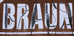 Braun - Brown (gripspix (OFF)) Tags: texture sign sticker vinyl schild weathered cracks aufkleber risse verwittert textur 20130723