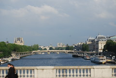 Perspective view (2) along the Seinne (Halliwell_Michael ## Thank you for your visits #) Tags: city bridge paris france skyline boats boat coach perspective cities bridges notredame rivers 2010 nikond40x riverseinne