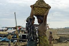 (PawelBienkowski) Tags: burma myanmar mandalay hardlabor burmapeople burmawomen burmaport