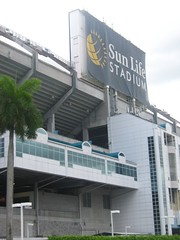 "Sun Life Stadium Sign • <a style=""font-size:0.8em;"" href=""http://www.flickr.com/photos/109120354@N07/11047214334/"" target=""_blank"">View on Flickr</a>"