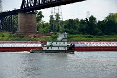 Mississippi River Traffic (Adventurer Dustin Holmes) Tags: river boats boat stlouis vessel missouri rivers mississippiriver tugboat barge waterway tugboats vessels barges towboat stlouismissouri towboats stlouismo riverbarge 2013 rivertraffic riverbarges