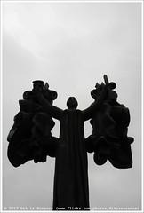 * (Dit is Suzanne) Tags: img9652 19092013 herfst autumn осень россия москва russia rusland moskou moscow ©ditissuzanne canoneos40d sigma18250mm13563hsm kunst art искусство скульптура sculpture sculptuur muzeon музеон artmuzeonsculpturepark паркискусствмузеон fallenmonumentpark parkofthefallenheroes sculptureparkmuzeon noncoloursincolour views200