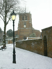 Squire Hill, Rothwell. (Rothwell-Northants) Tags: snow northamptonshire gaslamp rothwell holytrinitychurch squireshill