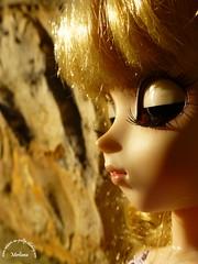 ~161~ (Merli-chan) Tags: light orange cute look stone wall hair photography dress purple princess robe lumire pierre violet lips curly boucle pullip curl mur rapunzel reine rosalind regard princesse boucles lvres cheveux orang lvre boucl raiponse