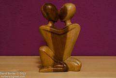 Escultures de fusta I (Nurbers) Tags: pareja matrimonio beso fusta amantes escultures